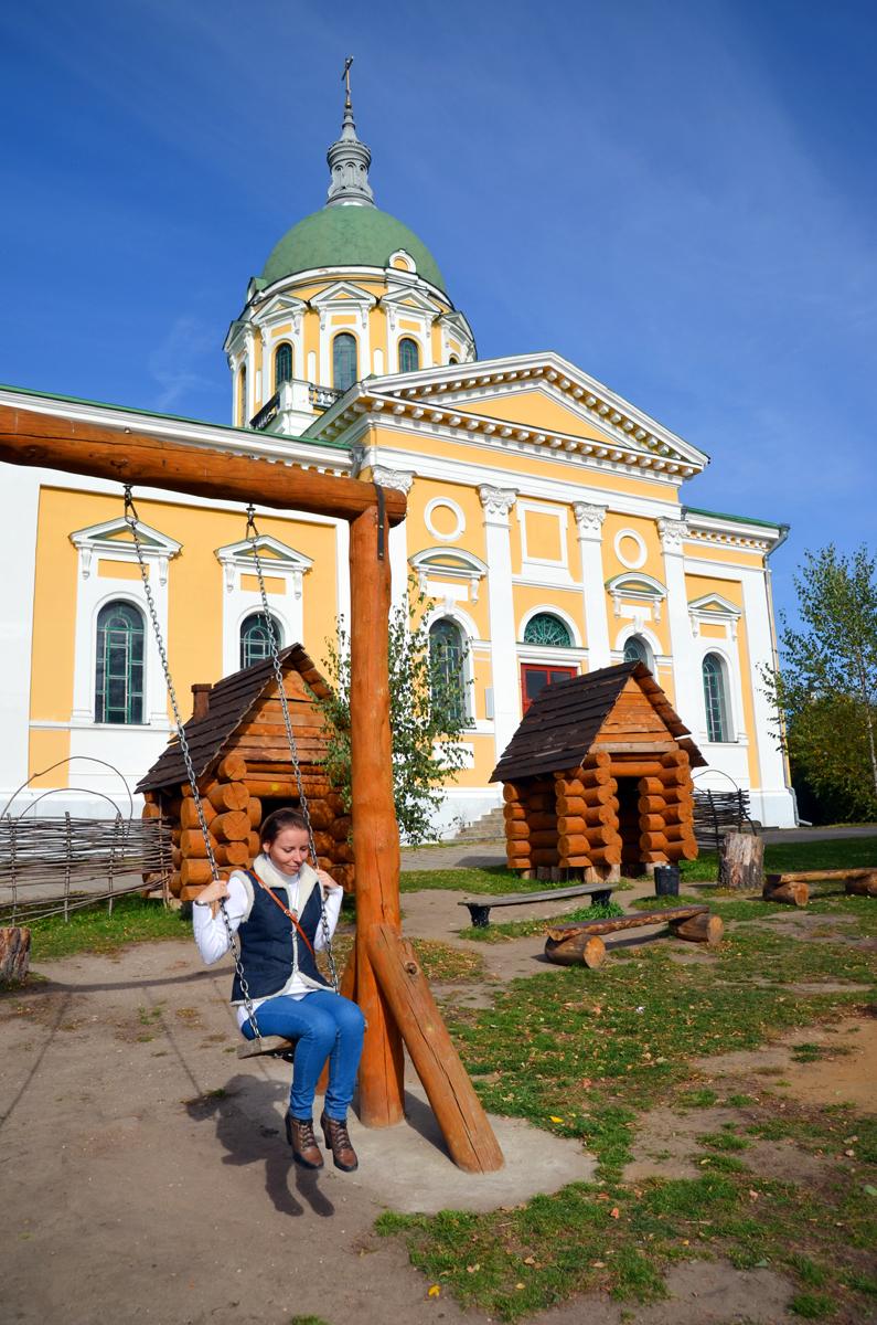 7. Во дворе кремля качели, песочницы и горки. Всегда приятно вспомнить детство.